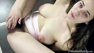 Melani Bree strips naked in her kitchen to orgasm