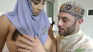 Big ass babe in hijab lets her beloved man worship her killer curves