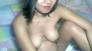 25 YEAR OLD FILIPINA PREGGY CUTIE SHOWING  HER BODY ON WEB CAMERA
