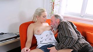 Attractive blonde floozy enjoys deep fuck