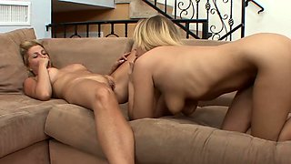 Les stepmom eats out and fingerbangs teen
