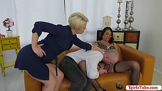 TBabe Kraves let dude sucks her shecock