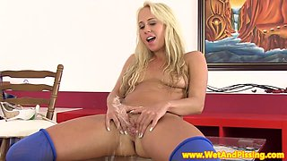 Watersports beauty pissing during wam solo fun
