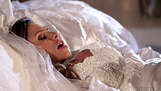 The bride gets bang by her daughter's hung boyfriend