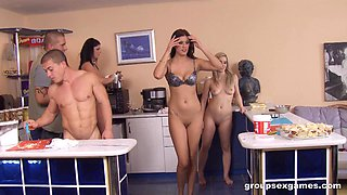 Simony Diamond and her girlfriends make lunch naked for their men