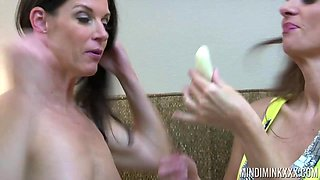 India Summer gives a cunnilingus to busty girlfriend Mindi Mink