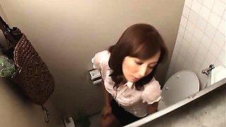 Solo masturbation in the girls toilet