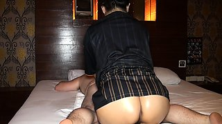 Amateur Thai bubble butt girl massage handjob and sex