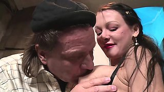 MILF Anna Von Freienwalde enjoys being drilled