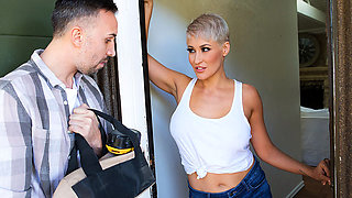 Brazzers – Ryan Keely Contracts A Cock