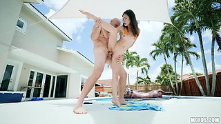 Flexible Vina Sky wants to show her fucking skills to her friend