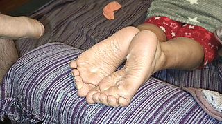 Another cum on her soles with big dissapointed rope