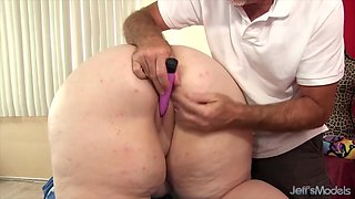 Sexy hot BBWs enjoy their pussies being teased by the masseur using sex toys