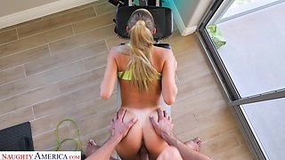 Sporty alluring beauty Emma Hix loves topping cock and fucking doggy