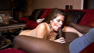 Older Gal Seducing a Black Guy - GrannyUltra